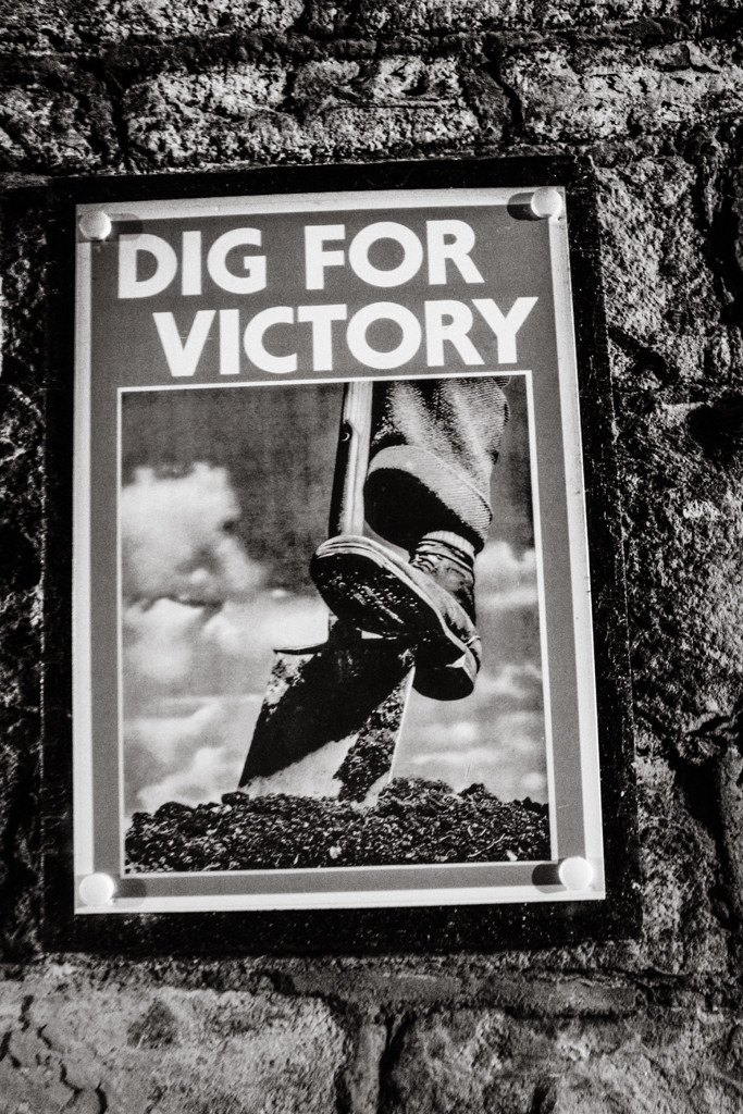 Dig for victory sign