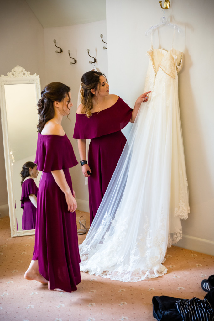 Inspection of the wedding dress