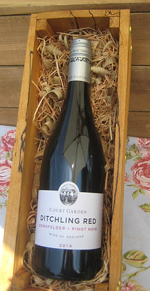 Court Garden Pinot Noir Ditching Red with gift box