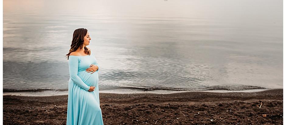 Hamilton Maternity Photographer - A sunrise lifestyle maternity session at the beach