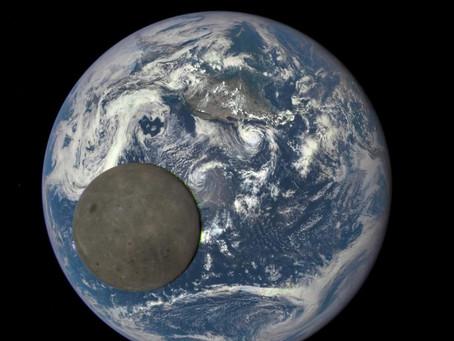 Photo de 2015 de la lune et la terre. Joli, non ?