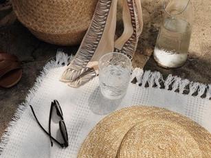 Confira o que levar na bolsa de praia