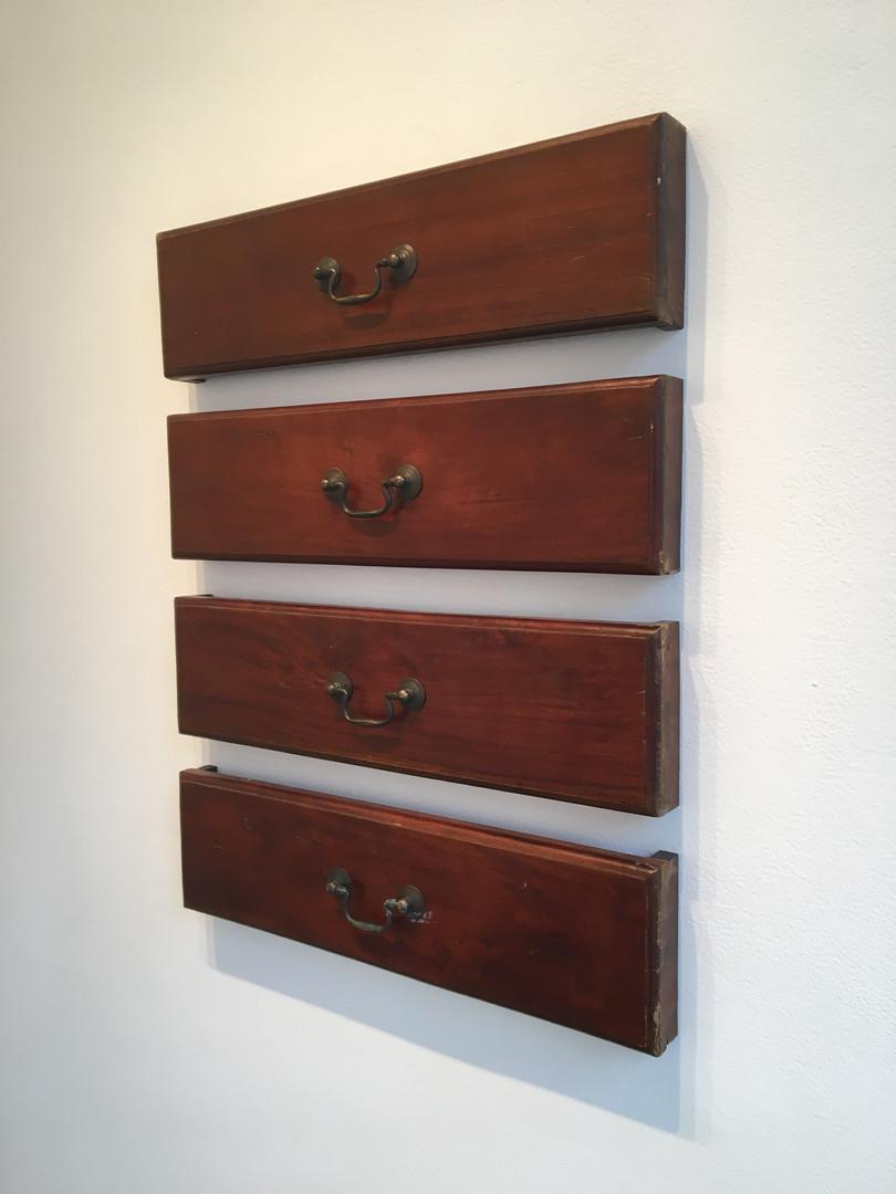 Dresser, 2017