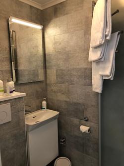 Small & efficient bathroom