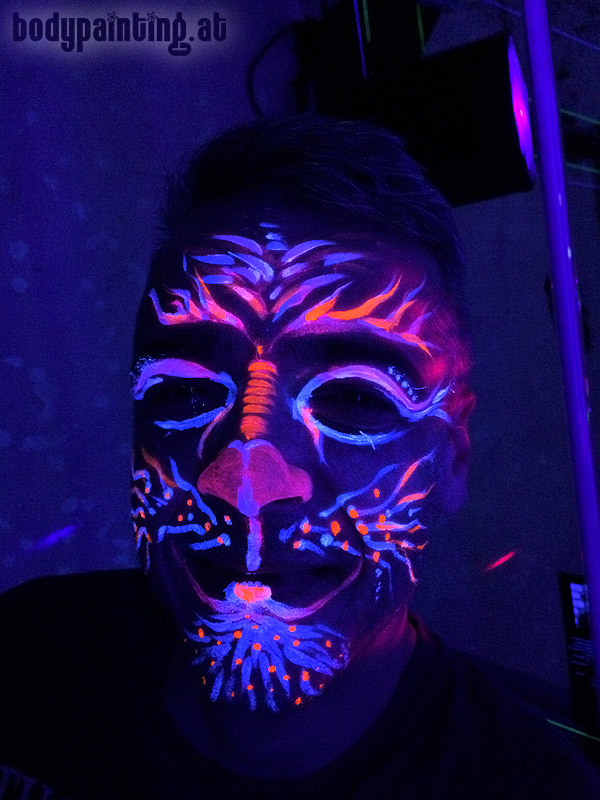 uv-bodypainting_neonparty_026