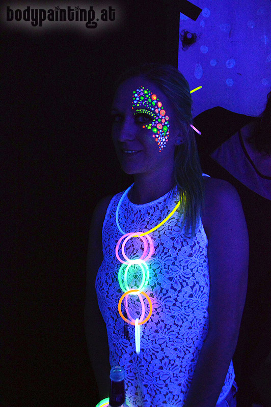 uv-bodypainting_neonparty_015