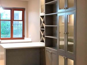 Кухня с островом и витриной