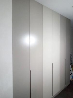 Шкафы с фасадами с интегрированной ручкой