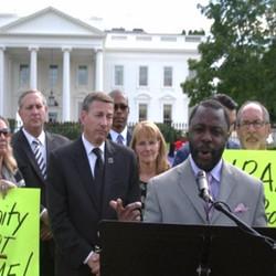 Pastor at White House prayer_edited