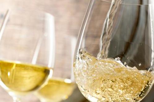 Bouteille de vin blanc maison