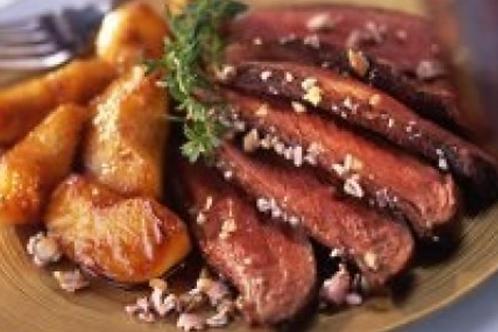 Magret de canard, carottes multicolores, grenailles sautées, sauce poivre crèm