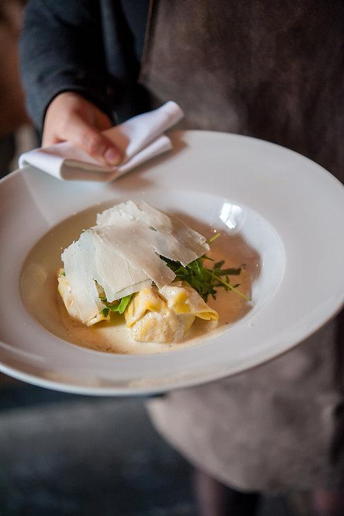 Raviolis à la truffe, sauce mascarpone, roquette et parmesan