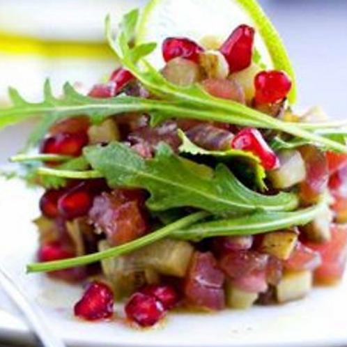Tartare de thon rouge aux saveurs asiatiques, salade de wakamé