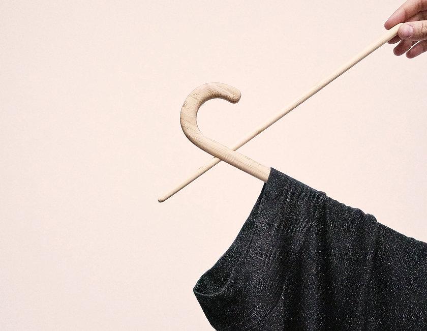 AHA-NEK_cloth_hanger_©_Aki_Lee.jpg