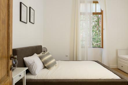 עיצוב חדר שינה בסגנון וינטג׳ בתל אביב airbnb