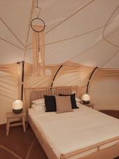 08עיצוב מתחם אוהלי אירוח בסגנון בוהו שיק