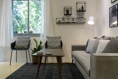 עיצוב סלון בדירת אירוח לטווח קצר בתל אביב airbnb