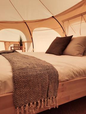 11עיצוב מתחם אוהלי אירוח בסגנון בוהו שיק