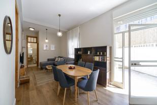 עיצוב פינת אוכל בסגנון וינטג׳ בתל אביב airbnb