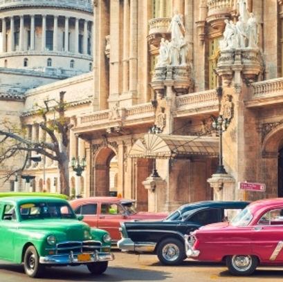 classic_american_cars_in_havana_cuba_400