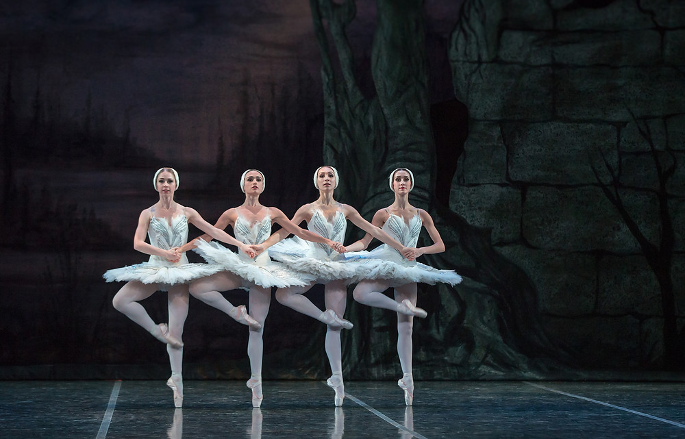 artists-of-colorado-ballet-in-swan-lake-cygnets-photo-by-mike-watson