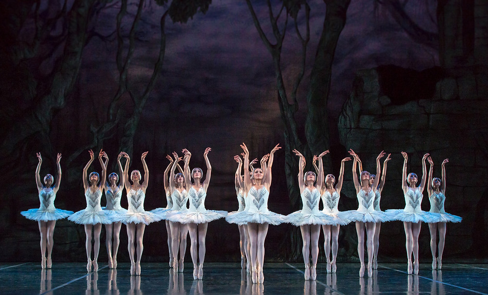 artists-of-colorado-ballet-in-swan-lake-photo-by-mike-watson