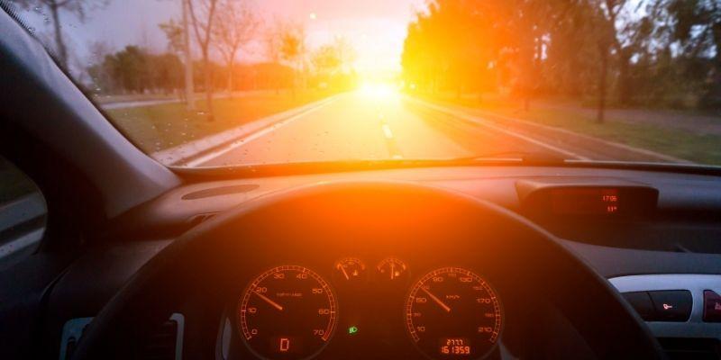 guidare con scarsa illuminazione