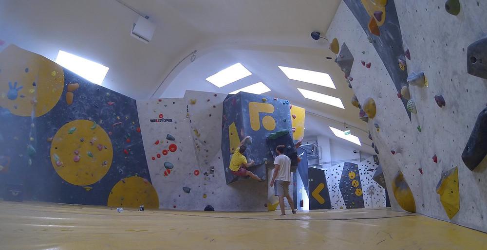 Bouldern Indoor Kletterwand