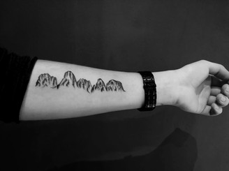 tatuaggio di montagna