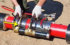 запрессовка гильзы на конец второй присоединяемой трубы