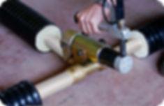 Монтаж тройника ТВЭЛ-ПЭКС. Запресоовка монтажной гильзы присоединяемой трубы