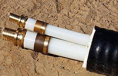 вставить второй фитинг в развальцованный конец второй трубы