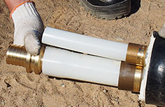 вставить фитинг в развальцованный конец одной из труб