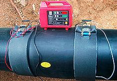 Технология изоляции стыка труб ППУ с помощью электросварных муфт. производится сварка муфты с П/Э оболочкой.