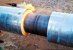 Технология изоляции стыка ППУ в оцинкованной оболочке. Прогреть края оболочек труб пламенем горелки