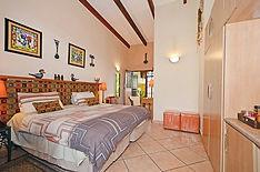 ROOM 1 –IMVULA(rain), Linden Bed And Breakfast