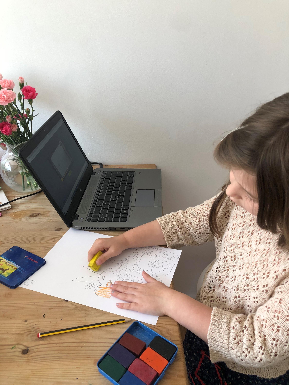 Bonnie working online