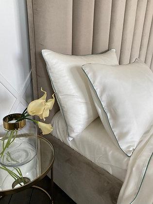 Комплект постельного белья Шерил с премиальной отделкой из тенселя