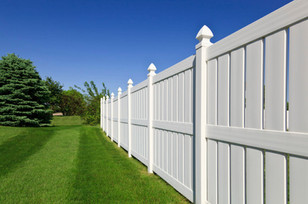 Semi-Privacy Vinyl Fence With Cathedral Caps