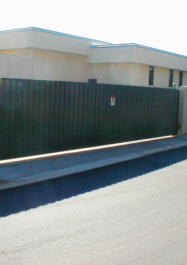 Single Rolling Cantilever Gate
