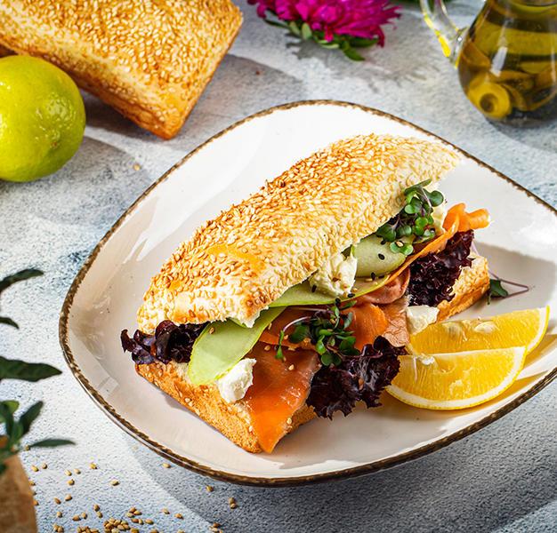 სენდვიჩი ორაგულით  Salmon sandwich