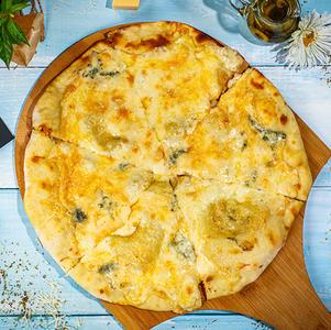 პიცა ოთხი ყველით  Pizza with our cheese