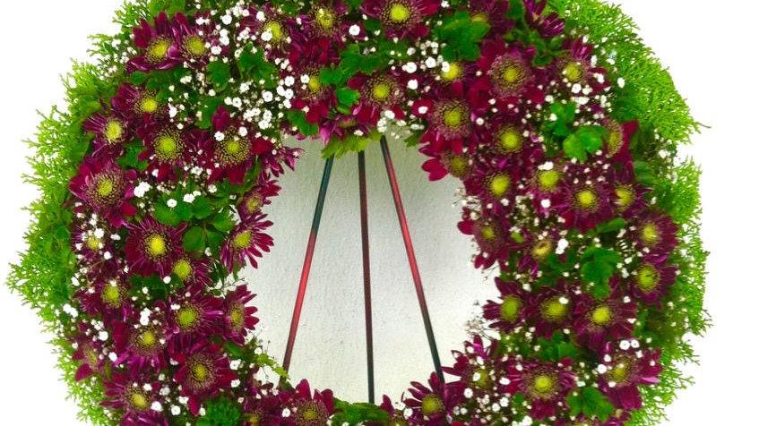"20"" Exotic Round Wreath (Chrysanths)"