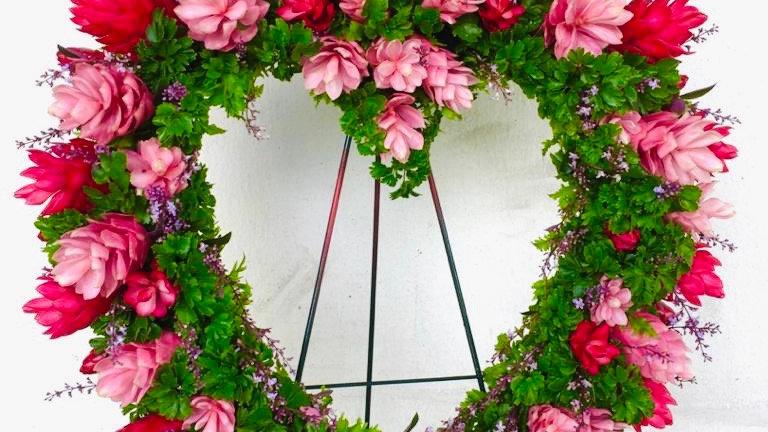 "22"" Tropical Heart-shaped wreath"