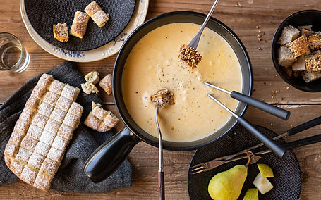 schweizermilch-spezielseite-header-fondue-2560x1280.jpg
