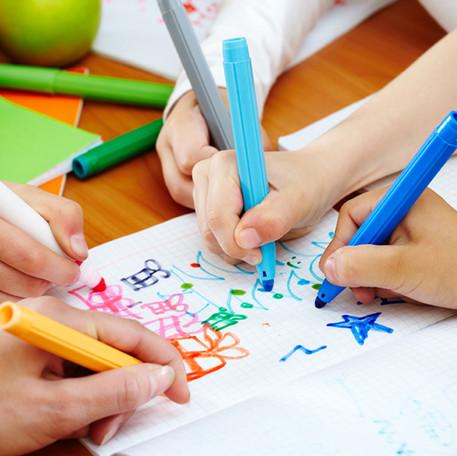 Çocuklar boyama yaparken size birşeyler anlatır