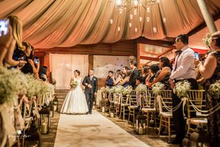 Qual lado a noiva deve entrar?