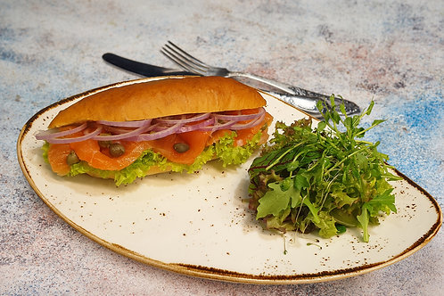 Сендвіч з лососем слабосоленим Гравлакс
