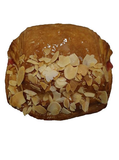 Датська булочка з полуницями