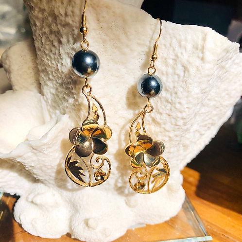 Hibiscus Swirl Shell Pearl Earrings Hamilton Gold